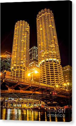 Chicago Marina City Towers At Night Picture Canvas Print by Paul Velgos