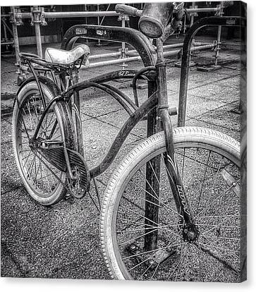 Locked Bike In Downtown Chicago Canvas Print by Paul Velgos