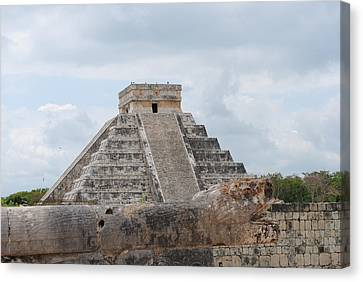 Canvas Print featuring the photograph Chichen Itza by Robert  Moss