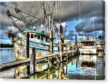 Christi Lynne At Billy's Seafood Canvas Print
