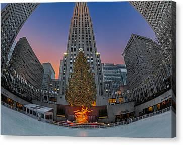 Christmas At Rockefeller Center In Nyc Canvas Print by Susan Candelario