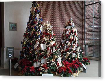Christmas Display - Mt Vernon - 01131 Canvas Print by DC Photographer