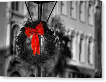 Christmas Wreath In Charleston Canvas Print