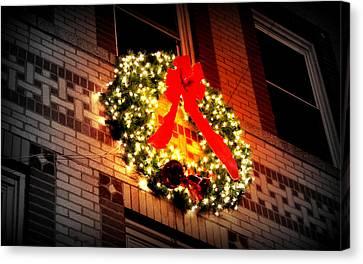 Canvas Print featuring the photograph Christmas Wreath On Bronx Walk-up by Aurelio Zucco
