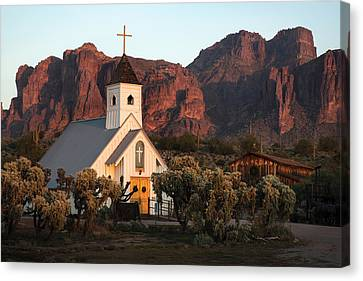 Church At The Superstition Mountains Arizona Canvas Print by Dave Dilli