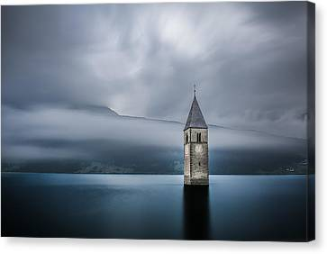 Church Of Graun Canvas Print by Leon