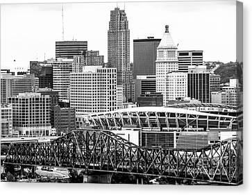 Cincinnati Skyline Black And White Picture Canvas Print by Paul Velgos
