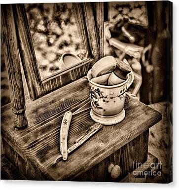 Civil War Shaving Mug And Razor Black And White Canvas Print by Paul Ward