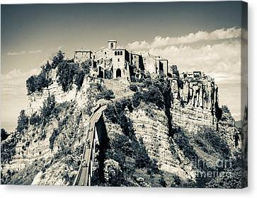 Civita Di Bagnoregio Tuscany On Plateau Of Friable Volcanic Tuff Canvas Print by Peter Noyce