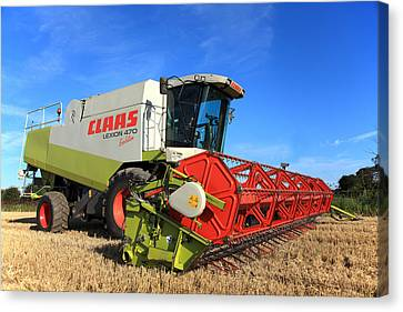 Claas Lexion 470 Evolution Combine Harvester Canvas Print by Paul Lilley