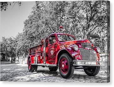 Classic Fire Engine  Canvas Print by Drew Castelhano