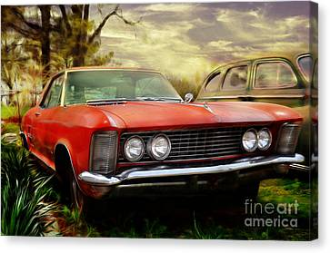 Canvas Print featuring the photograph Classic by Liane Wright
