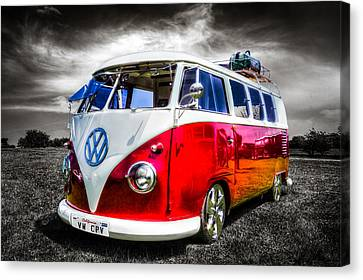 Classic Red Vw Campavan Canvas Print by Ian Hufton