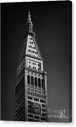 Close Up Of The Top Of The Metropolitan Life Insurance Company Tower And Clock Met Life New York  Canvas Print by Joe Fox