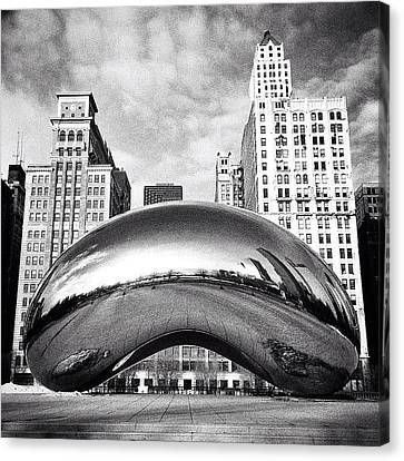 Chicago Bean Cloud Gate Photo Canvas Print by Paul Velgos