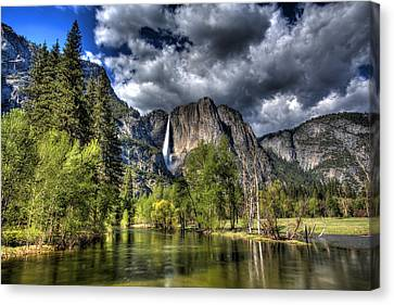 Cloudy Day In Yosemite Canvas Print by Shawn Everhart