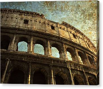 Canvas Print featuring the photograph Colossale Edificio by Micki Findlay