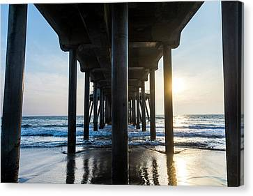 Columns Of Huntington Pier Canvas Print by Vwpics - Roberto Lopez