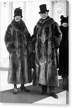 Couple In Coonskin Coats Canvas Print by Underwood Archives
