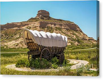 Canvas Print featuring the photograph Covered Wagon At Scotts Bluff National Monument by Sue Smith