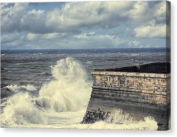 Crashing Waves Canvas Print by Amanda Elwell