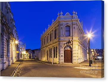 Criterion Hotel Oamaru New Zealand Canvas Print by Colin and Linda McKie