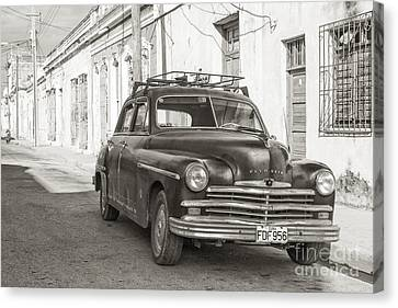 Canvas Print featuring the photograph Cuba Cars I by Juergen Klust