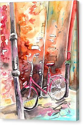 Cycling In Italy 02 Canvas Print by Miki De Goodaboom