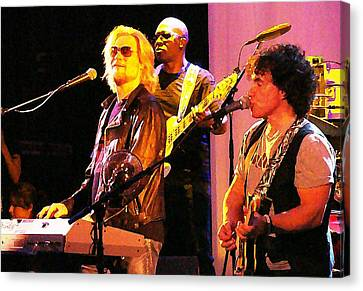 Daryl Hall And Oates In Concert Canvas Print by Alice Gipson