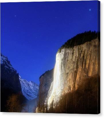 Dawn In Lauterbrunnen Valley Canvas Print by Babak Tafreshi