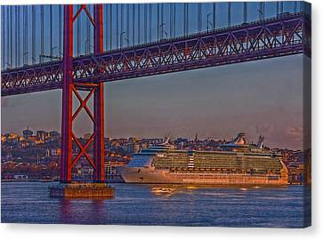 Canvas Print featuring the photograph Dawn On The Harbor by Hanny Heim