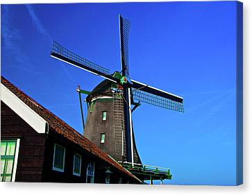 De Zoeker Blue Skies Canvas Print by Jonah  Anderson