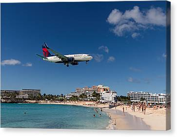 Delta 737 St. Maarten Landing Canvas Print by David Gleeson