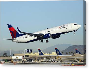 Delta Boeing 737-932 N822dn Phoenix Sky Harbor December 24 2014  Canvas Print by Brian Lockett