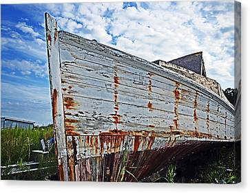 Derelict Workboat In Greenbackville Canvas Print by Bill Swartwout