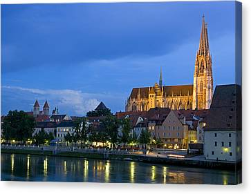 Deutschland, Regensburg, Stadtansicht Canvas Print by Tips Images