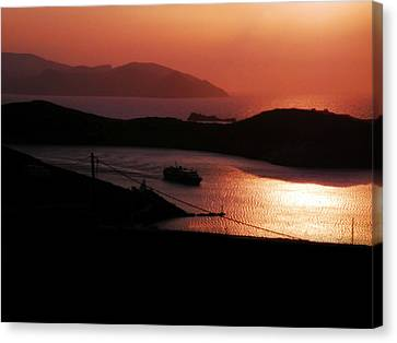 Canvas Print featuring the photograph Dinner With A View by Micki Findlay