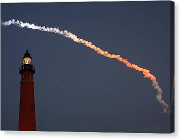 Canvas Print featuring the photograph Discovery Sunset Plume by Paul Rebmann
