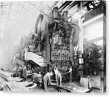 Dodge Brothers Automobile Factory, 1915 Canvas Print by Science Photo Library