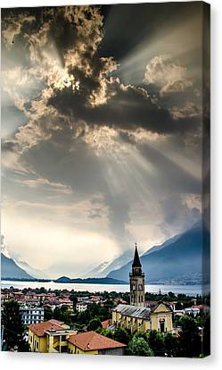 Domaso Sunrays Canvas Print by Jeffrey Teeselink