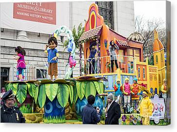 Dora And Friends Aventuras Fantasticas Float By Nickelodeon At Macy's Thanksgiving Day Parade Canvas Print by David Oppenheimer