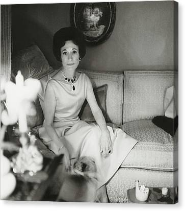 Duchess Of Windsor In Her Paris Home Canvas Print