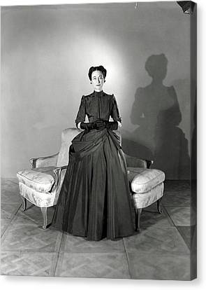 Duchess Of Windsor In Mainbocher Gown Canvas Print by Horst P. Horst