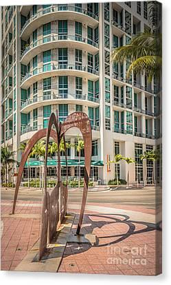 Duenos Do Las Estrellas Sculpture - Downtown - Miami - Hdr Style Canvas Print by Ian Monk