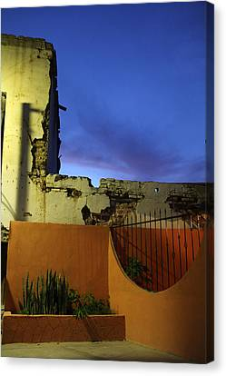 Dusk In San Ignacio Canvas Print by Linda Queally