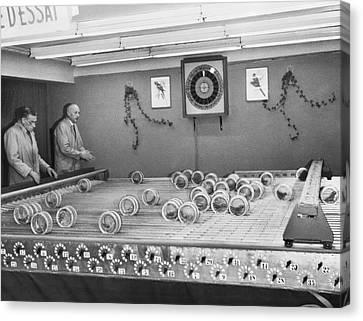 Dwarf Parrot Gambling Races Canvas Print by Underwood Archives