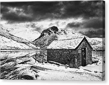 Llyn Y Dywarchen Canvas Print - Dywarchen Dawn Bw by Graeme Pettit