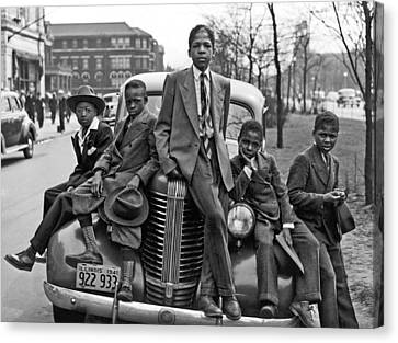 1941 Canvas Print - Easter On Chicago Southside by Underwood Archives