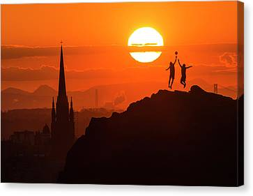 Centre Canvas Print - Edinburgh Tip Off by Tom Duffin