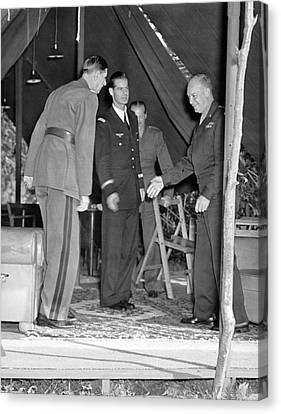 Eisenhower Greets De Gaulle Canvas Print by Underwood Archives